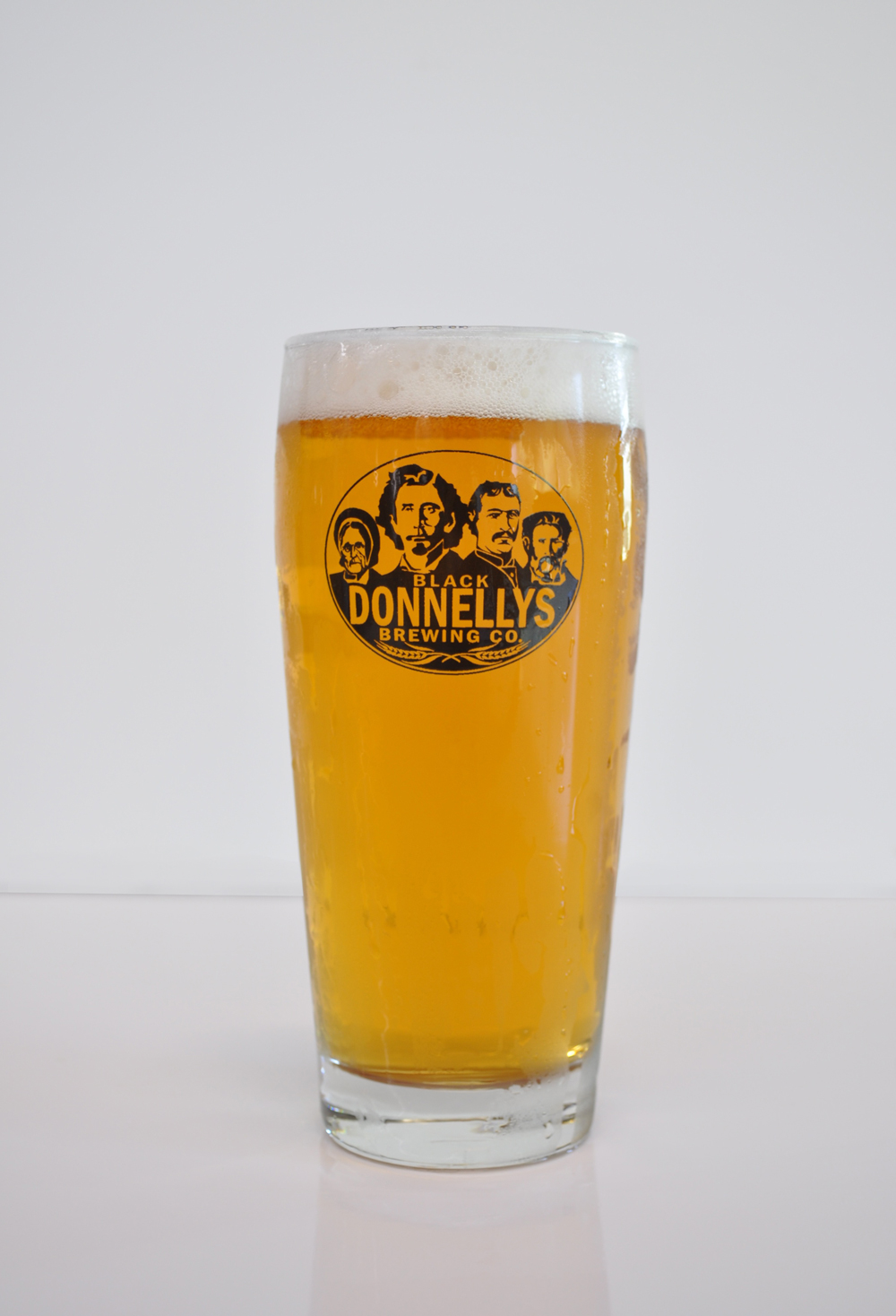 A refreshing pint of Black Donnellys Brewing Company Vigilante Sessionable IPAbeer.